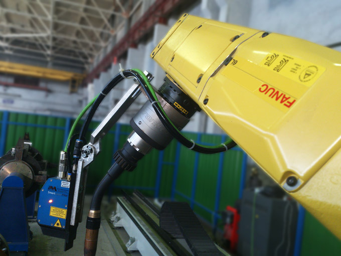 Universal Robot Cell for Welding of Industrial Roller